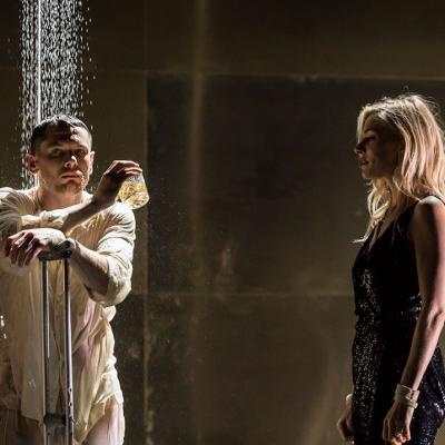 Jack O'Connell (Brick) and Sienna Miller (Maggie) in Cat on a Hot Tin Roof © Johan Persson