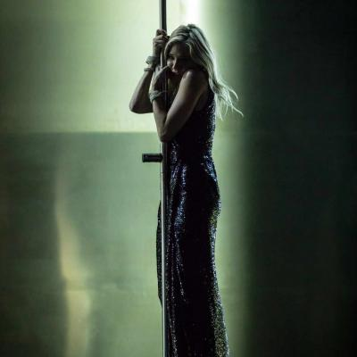Sienna Miller (Maggie) leans on a pole in Cat on a Hot Tin Roof